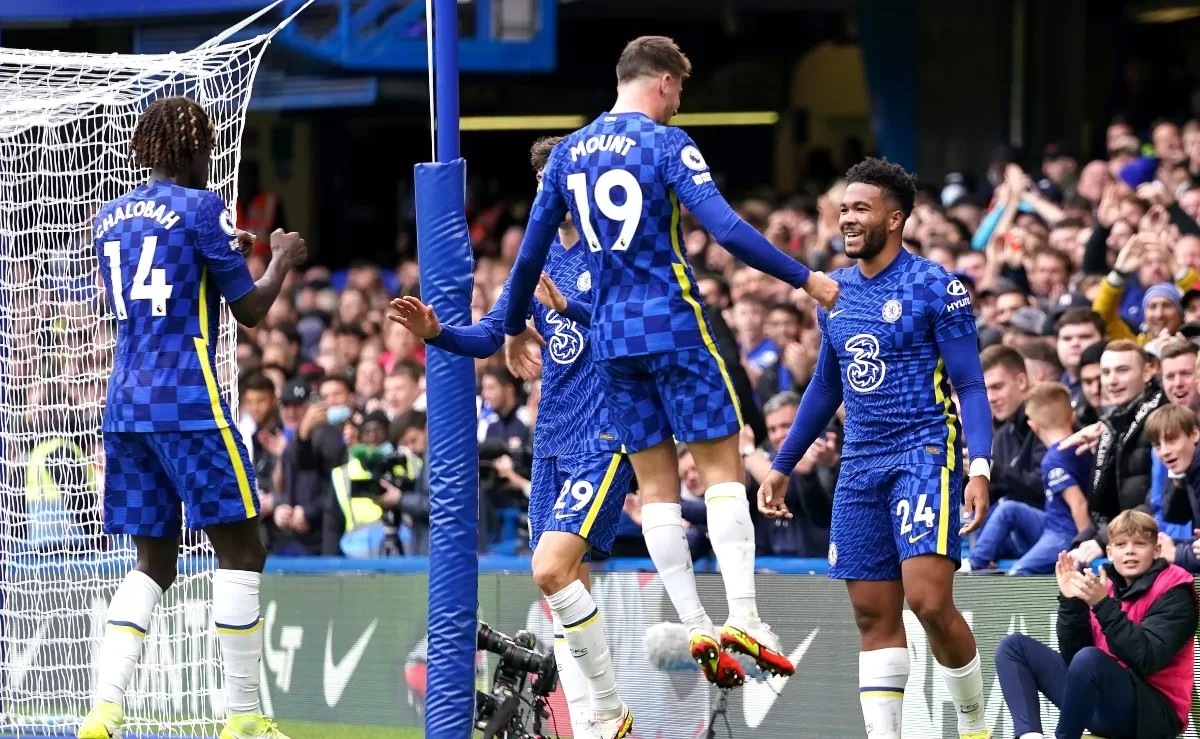 Chelsea 7-0 Norwich: Mount hat-trick as Blues thump dismal Canaries